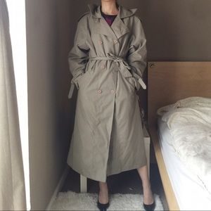 Vintage Trench Coat By New Moods.-Y10.